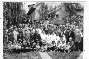 krst-v-lipt.-mikulasi-v-baptistickej-modlitebni-28.-7.-1972.jpg